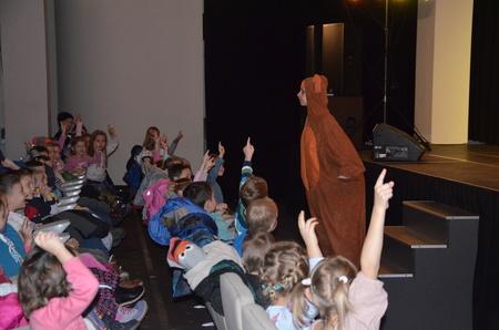 Teatr  Moralitet w Bibliotece dla najmłodszych czytelników