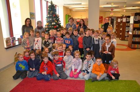 Przed zapaleniem choinki - świąteczne spotkanie wOddziale dla Dzieci