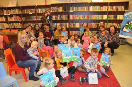 """Uroczyste podsumowanie pierwszej części akcji """"Mała książka - wielki człowiek"""" wbrzeskiej Bibliotece!"""